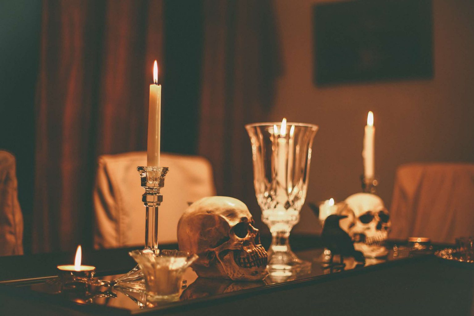 Candlesticks, skulls and a raven on a table - Google kills authorship as an SEO tool